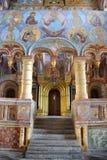 在皇家门的门户与黄金双拱- Ou教会  免版税库存照片