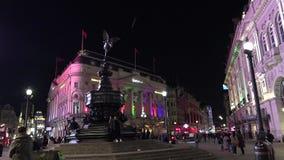 在皮卡迪利广场的超HD 4k、实时、交通和步行者在晚上 股票视频