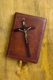 在皮革一定的宽容圣经 库存照片