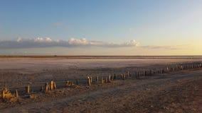 在盐湖的日落 库存图片