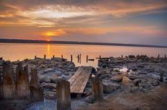 在盐湖,出海口的日落 免版税库存图片