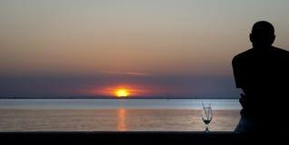 在盐水湖的日落 免版税库存照片