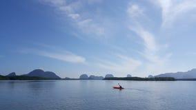 在盐水湖的独木舟 免版税库存照片