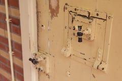 在监狱的老锁 免版税库存图片