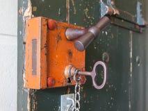 在监狱的老锁 免版税库存照片