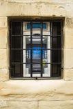 在监狱酒吧后被锁的ATM机器 免版税图库摄影