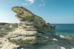 在盖帽Corse技巧的岩层在可西嘉岛 库存图片