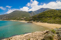 在盖帽Corse的Farinole海滩在可西嘉岛 免版税库存照片