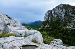 在盖帽Formentor,马略卡,西班牙的峭壁 免版税库存照片