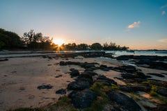 在盖帽malheureux海滩,毛里求斯的日落 库存图片