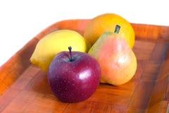 在盘子的成熟果子 库存图片