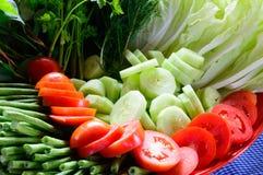 在盘子的新鲜蔬菜 库存照片