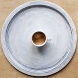 在盘子的浓咖啡杯子 库存照片