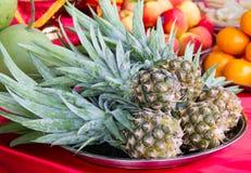 在盘子的菠萝 免版税库存图片