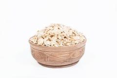 在盘的未煮过的燕麦 免版税库存图片