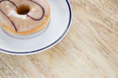在盘的油炸圈饼 免版税库存图片
