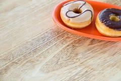 在盘的油炸圈饼 免版税库存照片