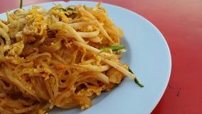 在盘的泰国油煎的面条 免版税图库摄影