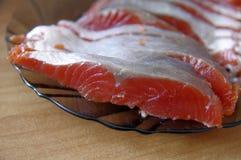在盘的盐味的鳟鱼 库存图片