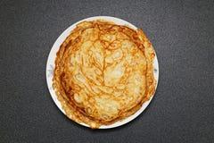 在盘的薄煎饼 免版税库存图片