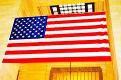 在盛大中央终端的美国国旗在纽约 免版税库存照片