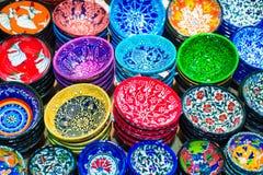 在盛大义卖市场的传统土耳其陶瓷 免版税库存图片