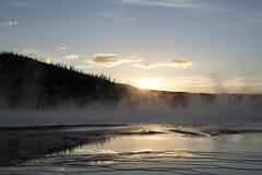 在盛大多彩春天的日落在黄石 免版税库存照片