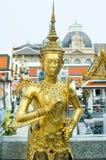 在盛大宫殿,曼谷的一个雕象 库存图片