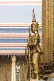 在盛大宫殿,曼谷的大监护人雕象 图库摄影