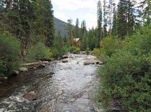 在盛大湖附近的小河在科罗拉多在夏天 库存照片