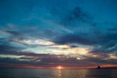 在盛大避风港密执安的日落 免版税库存图片