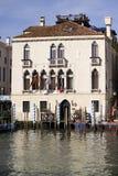 在盛大Canalat威尼斯意大利的美丽的老别墅 免版税库存图片