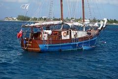 在盛大Caymen的风船 免版税库存照片