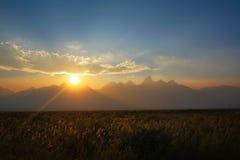 在盛大Tetons国家公园的朦胧的日落 库存照片