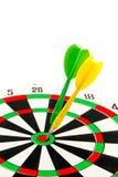 2在目标的箭绿色和黄色颜色  库存照片