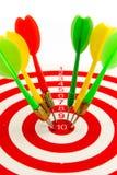 2在目标的箭绿色和黄色颜色  库存图片