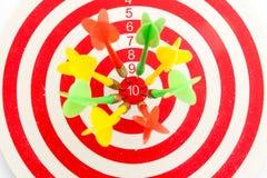 2在目标的箭绿色和黄色颜色  免版税库存照片
