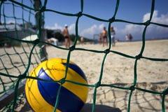 在目标的黄色球在海滩 免版税图库摄影