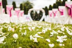 在目的地婚礼的室外婚礼走道 免版税库存照片