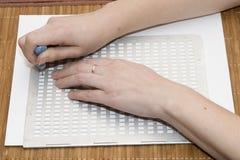 在盲人识字系统的文字文本 库存图片