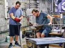 在直布罗陀的岩石的玻璃制造业做被出口全世界的艺术玻璃 库存照片