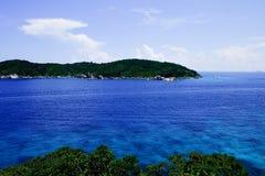 在相似的海岛海湾的美好的鸟瞰图  图库摄影