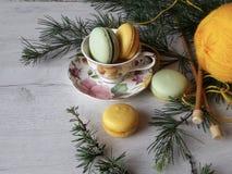 在省样式的舒适五颜六色的蛋白杏仁饼干 图库摄影