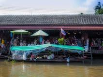 在省的Amphawa浮动市场旅游业是普遍的 免版税库存照片