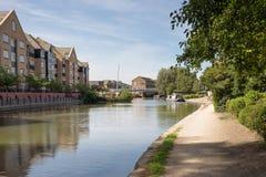 在看在popu的新的公寓上的运河的看法 库存照片