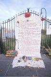 在看在Weehawken,新泽西,纽约, NY的屋顶的2001 9月11日,纪念品 免版税库存照片