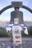 在看在Weehawken,新泽西,纽约, NY的屋顶的2001 9月11日,纪念品 库存照片
