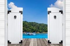 在看法美丽的热带蓝色海,泰国woview看法  库存图片