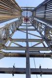 在看法里面的石油钻井船具 库存照片