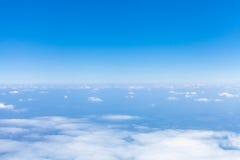 在看法从飞机的地球天际上 免版税库存照片
